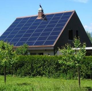 Flere gode grunde til at få nyt tag med solceller i 2016 eller bare solceller