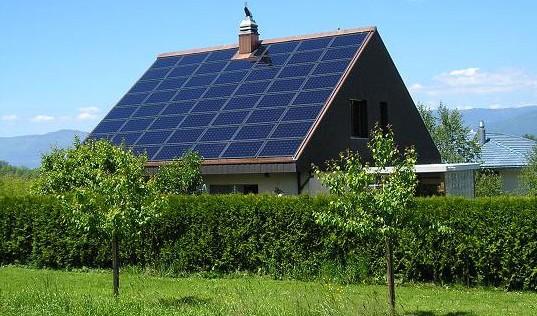 Flere gode grunde til at få nyt tag med solceller i 2015 eller bare solceller
