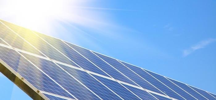 Solcellers effektivitet og solcellevask